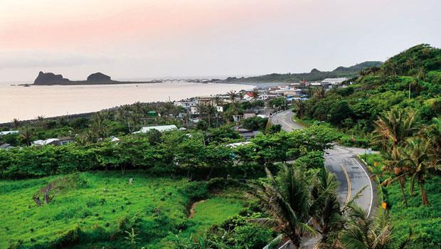 成功鎮‧比西里岸部落,景點,讓地價貴62%台東三仙台附近,有知名的比西里海岸、阿美族部落,其所在的成功鎮地價2年漲6成,從台11線望去,眼前綠地都可能待售。
