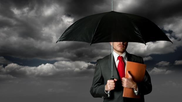 你的業務員自稱「保險經紀人」嗎?一年只有數十人通過考試,拿得出國家證照才是真的