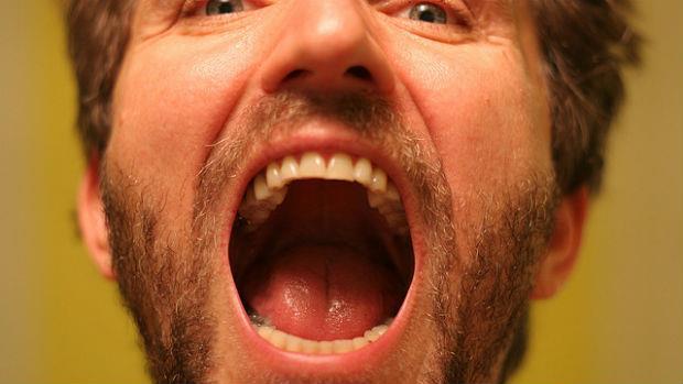 (有照片)看起來就像脫皮阿...大多數的人都沒注意:嘴巴裡面長白斑,有可能是口腔癌!