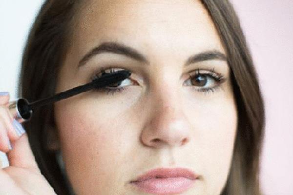 讓睫毛濃密的小秘訣居然是爽身粉!一次公開,27個網路瘋傳的睫毛膏秘技 - 商業周刊