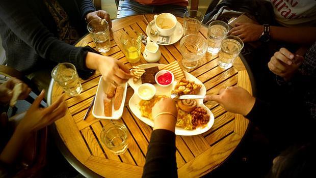 好厲害!12星座,誰最會利用中午或下班「吃飯團」建立人脈?