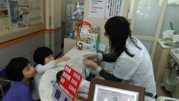 為什麼孩子送急診,老是找不到醫師?小孩要送急診前,一定要搞清楚這件事