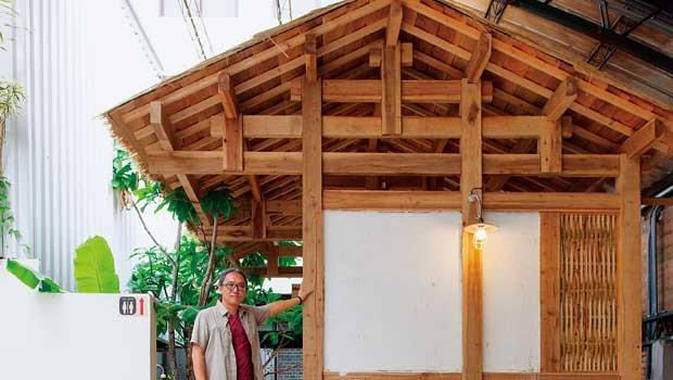 廁所外牆保留早年常見的竹編夾泥牆原貌。自然建築尊重傳統智慧,生態廁所採大木作形制與竹編夾泥牆。
