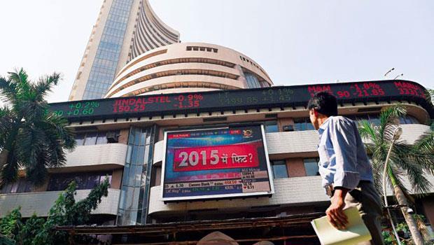 印度股市自今年3月觸及歷史高點後即一路下滑,連帶拖累今年來的基金表現(圖為孟買證券交易所)。