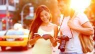 想要變有錢?秘訣:出門旅遊,記得多和旅館清潔員、計程車司機...聊聊天