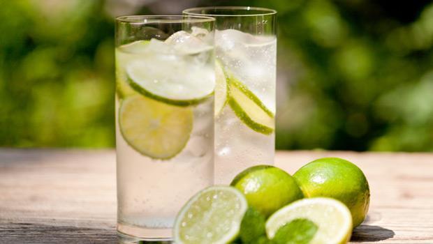 早上喝檸檬水抗疲勞、晚上喝蜂蜜水消脹氣!5款加味水,幫身體大掃除