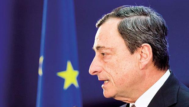 德拉吉面對希臘倒債問題,除了口水戰,恐得推更多寬鬆政策因應。