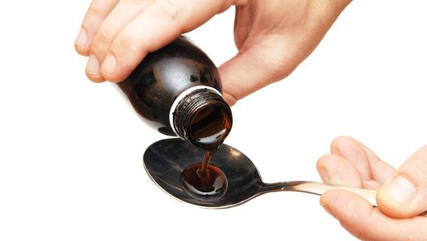 喉嚨一不舒服就吃「枇杷膏」?錯誤時間吃,喉嚨痛、酷酷嗽更嚴重!