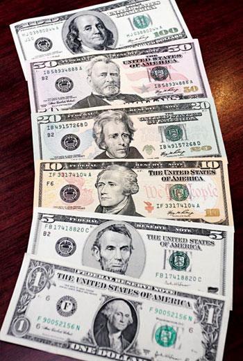 用非美元購買債券基金,要做好美元避險操作,才不會賺了報酬卻賠了匯差。