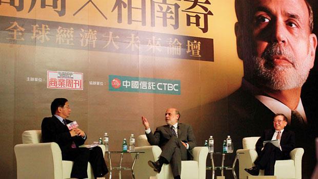 童兆勤(右)與管中閔(左),把握關鍵的40分鐘,兆勤(右)與管中閔(左),把握關鍵的40分鐘,當面質問柏南奇,如何懲治金融危機禍首,並為全球銀行抱屈。