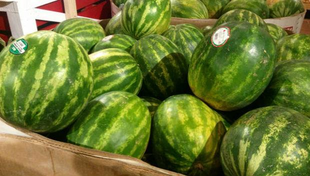 好吃的西瓜,拍起來的聲音,像拍額頭、拍胸部,還是拍肚皮?