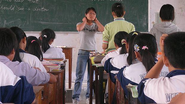 慈善團體去偏鄉教書,除了滿足自己「當個好人」虛榮心,小孩到底學到了什麼?