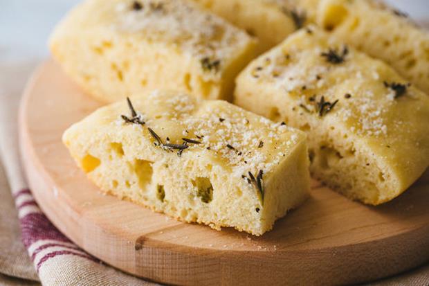 省掉75%時間!不用麵包機,用「電鍋」做出義大利傳統麵包「佛卡夏」 - 商業周刊