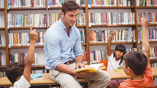 他的書包好亂,所以全班同學都可以把垃圾丟在他桌上...這件事「教育」小孩什麼了?