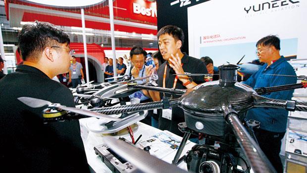 國際車廠搶在上海CES 展,推出自家最新的智能移動科技,也讓少了大咖的台北電腦展,相形失色。