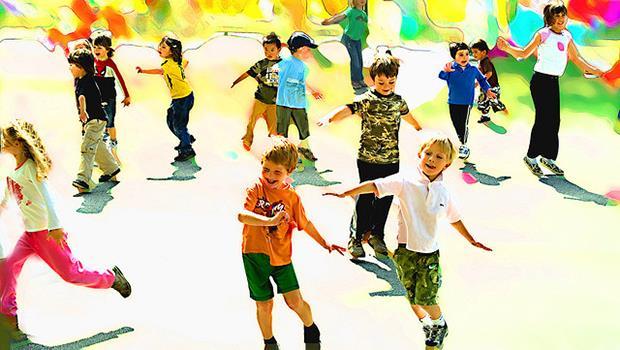 讓小孩從1.5公尺高跳下來?芬蘭教育:受點傷沒關係,保護他要先學會「放手」!