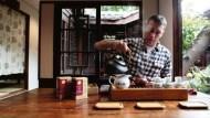 他戒了可樂30年不成功...最後卻迷上台灣茶,並把它賣上阿爾卑斯山