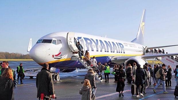 低油價促使廉價航空瑞安,祭出荷蘭飛倫敦單程票價12歐元,刺激載客量。