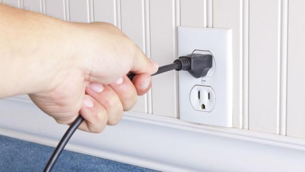 電器不用也耗電,應該要拔插頭?》破解台灣人10大用電迷思