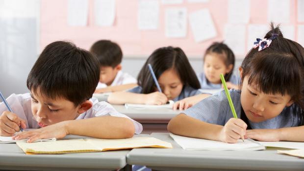 就是誤人子弟!台中的小學老師罰學生抄髒話一百遍...到底教了孩子什麼?