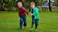 全世界爸媽,都想孩子贏在起跑點!台灣幼兒學英文、芬蘭幼兒每天至少運動2小時