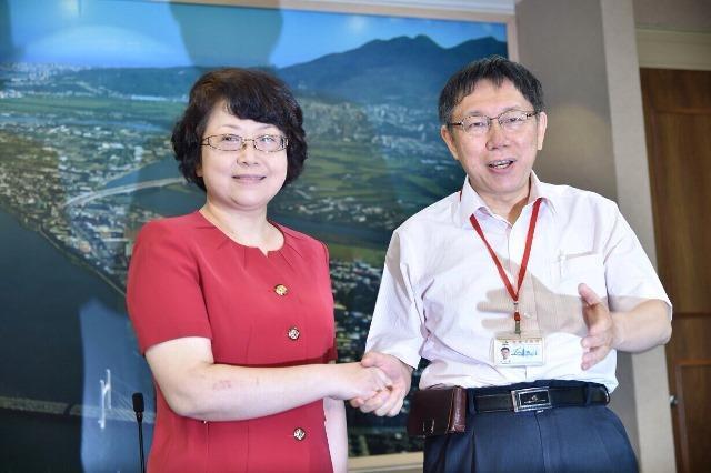 老總為柯P的「兩岸一家親」按讚!台北市長到了中國也懂改變自己,你呢?