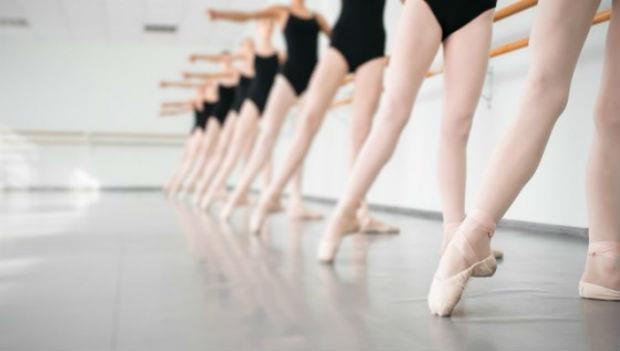 只需10秒!三個「芭蕾」動作,2星期瘦下「手臂&背後贅肉」