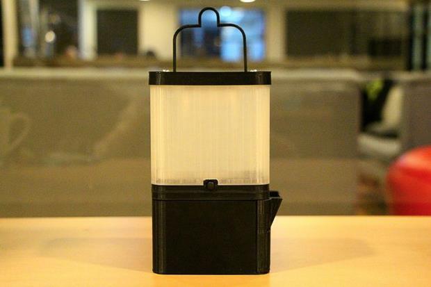 解決缺電困境》這盞燈只要「1杯水+2匙鹽」,手機充電、點亮電燈全都搞定 - 商業周刊