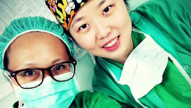 看到病患燒到只剩眼皮是好的,心都痛了...醫護人員:忙碌一整天,站到腿斷也無悔