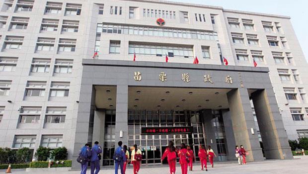 前苗栗縣長劉政鴻執政期間大興土木,縣府大樓就是在他任內完工。
