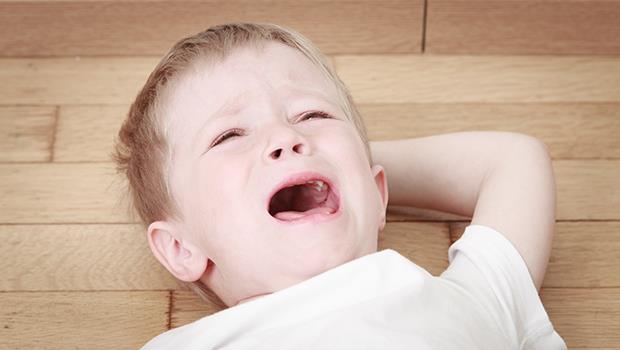 給束手無策的父母:小孩在餐廳吵鬧不休,怎麼辦?荷蘭爸爸這麼做...