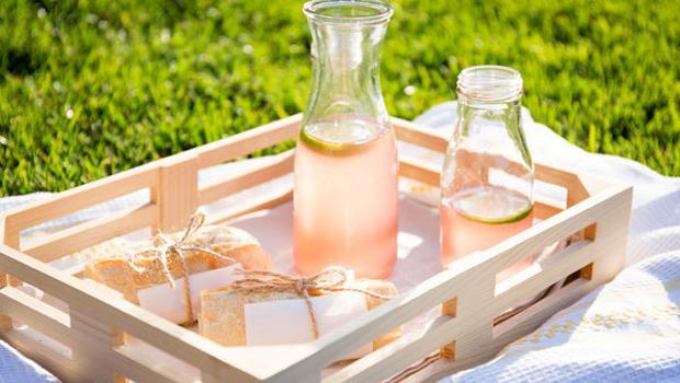 檸檬水進階版!美味人妻:3步驟調出「粉紅蜂蜜檸檬茶」,養顏又消暑