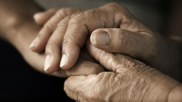 真正的幸福,是有人跟你一起牽手到老!韓國80歲名醫:現在起,訂定「不先送走老公作戰計畫」