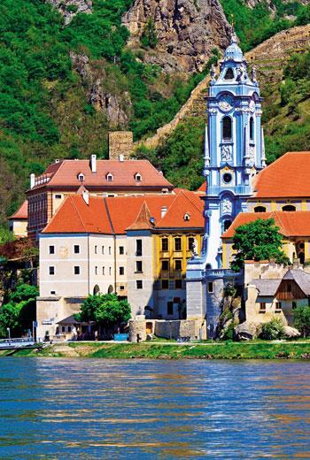 杜倫斯坦的藍教堂是瓦豪河谷的地標。