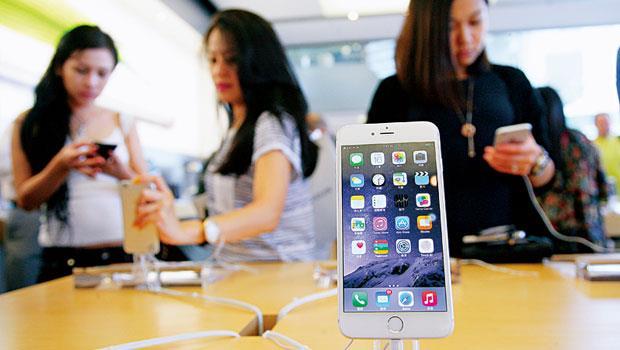 蘋果iPhone 6 業績表現亮眼,導致外界對iPhone 6S 的出貨量產生疑慮,但外資看好它仍將可扮演台股救世主。