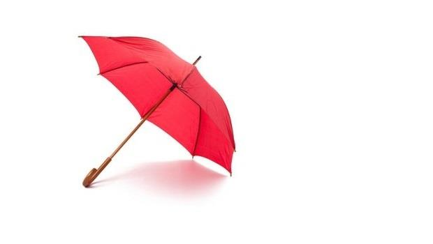 一把傘進貨300元賣500元後,卻發現客人的1000元是假鈔,請問老闆虧多少?