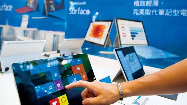 Win10上市隔天,華碩、宏碁已展出安裝該作業系統的筆電,但舊版免費升級策略,卻為台灣廠商埋下衝擊種子。