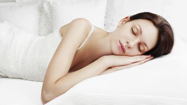 肩頸痛、頭痛、失眠...都是因為睡錯枕頭了!3招教你挑出合適的枕頭