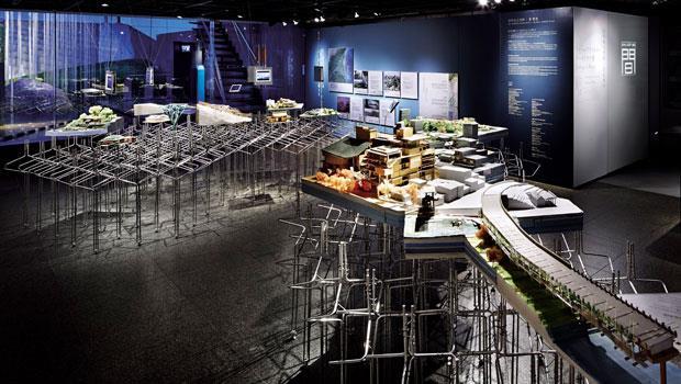 宜蘭「田中央聯合建築師事務所」主持建築師黃聲遠說,他們的模型都有點髒髒的,因為常常搬到工地與人溝通。這正是田中央非常在地的特質。(圖為田中央在東京「間美術館」特展展場。)