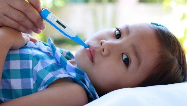 吃兩包藥沒退燒該送急診嗎?兒科醫師告訴你:孩子發燒該找醫師的11種狀況