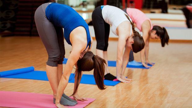 每次10秒就好!日本名醫傳授:超簡單抗老體操,4招收肚臍、壓壓腿治腰痛