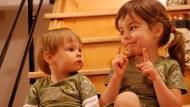 為什麼大家都說「妹妹要聽姊姊的話」》荷蘭爸爸:台灣小孩從小就接受「聽話」訓練