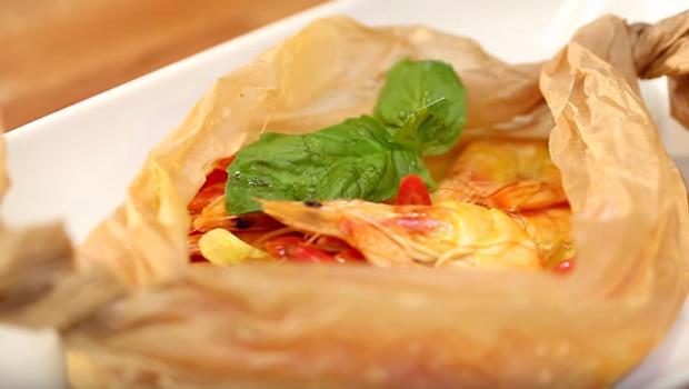比電鍋省50%時間!5分鐘完成懶人料理「紙蒸泰式椰奶蝦」,連鍋子都不用洗 - 商業周刊