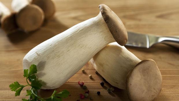 「杏鮑菇」纖維是地瓜2倍!搭配2種菜一起吃,減脂助排便、遠離脂肪肝
