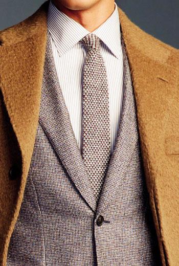 從領口、襯衫、領帶,到西裝的第一顆釦子組成的V Zone,是展現好品味的熱門關鍵。