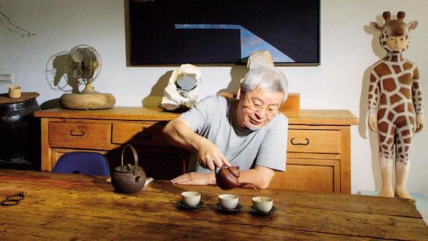 泡茶、閱讀、欣賞雕塑和古物,Peter的生活愜意而恬靜。