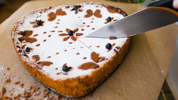 蛋糕怎麼切,3兄妹才不覺得媽媽偏心》其實「公平」有很多種,你選哪一種?
