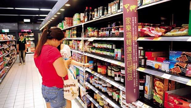 家樂福進口商品銷售額僅占雜貨商品5%,卻是通路招攬客人的利器。