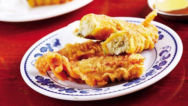 鄭成功大軍帶來的福州美食!鴨蛋汁、火燒蝦組成的金色炸物--蝦捲