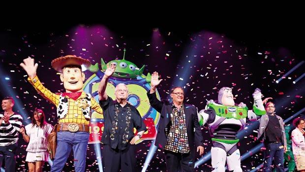 今年迪士尼D23粉絲博覽會現場,4大品牌及經典角色,一字排開迎接粉絲。